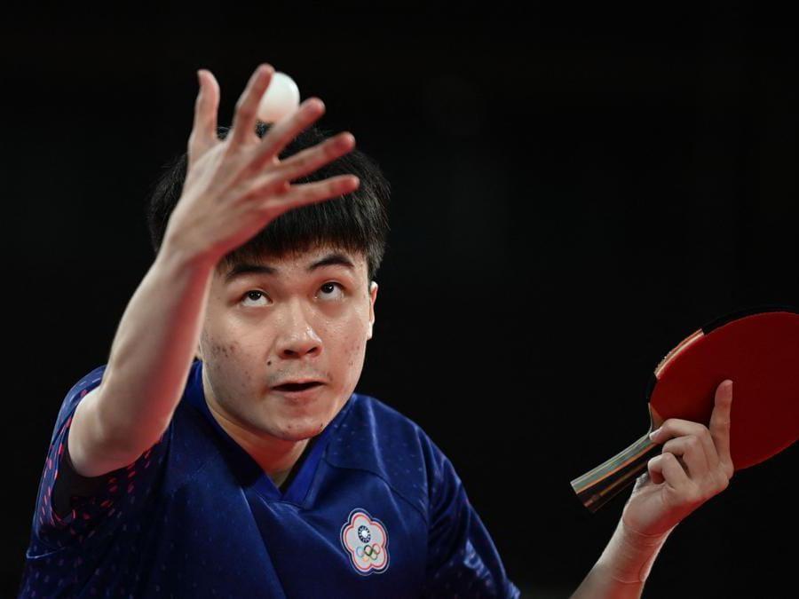Il servizio del tawianense  Lin Yun-ju contro lo sloveno Darko Jorgic  (Afp/ Jung Yeon-je)