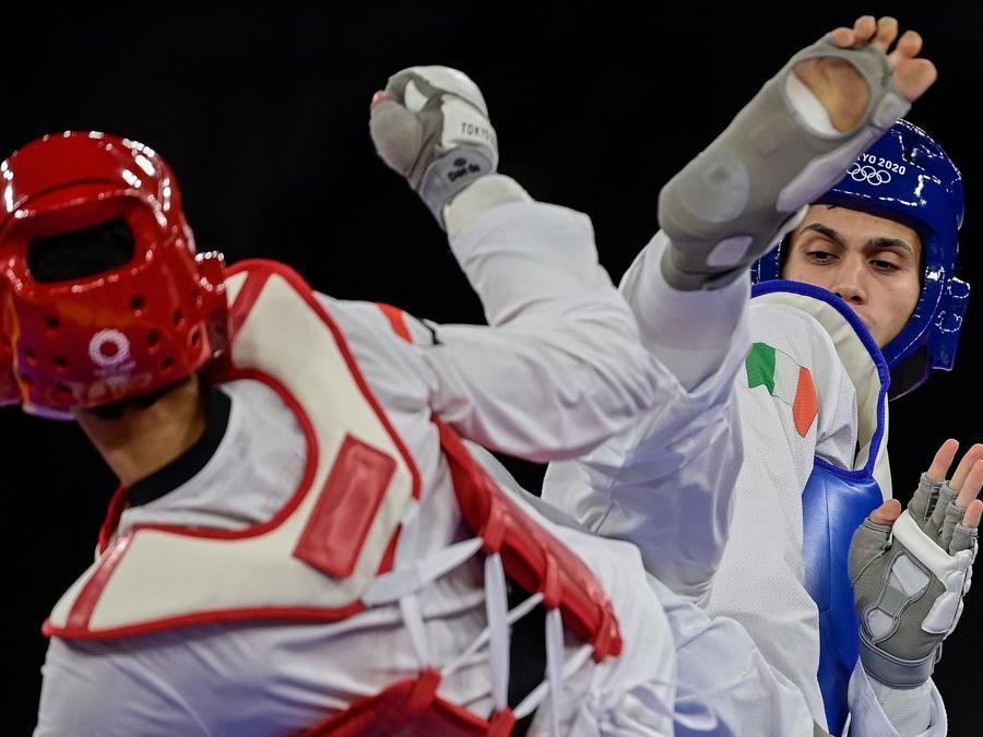 L'italiano Simone Alessio (Blue) e l'egiziano Seif Eissa (Rosso) taekwondo durante una fase del combattimento  nei quarti di finale (Afp/Javier Soriano)