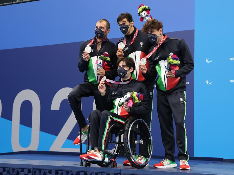 Antonio Fantin , Simone Ciulli , Simone Barlaam ,e Stefano Raimondi  medaglia d'argento nella staffetta  4x100 REUTERS/Bernadett Szabo