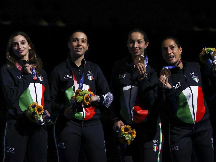 Da  sinistra:Federica Isola Rossella Fiamingo, Mara Navarria, Alberta Santuccio sul podio (REUTERS/Leah Millis)
