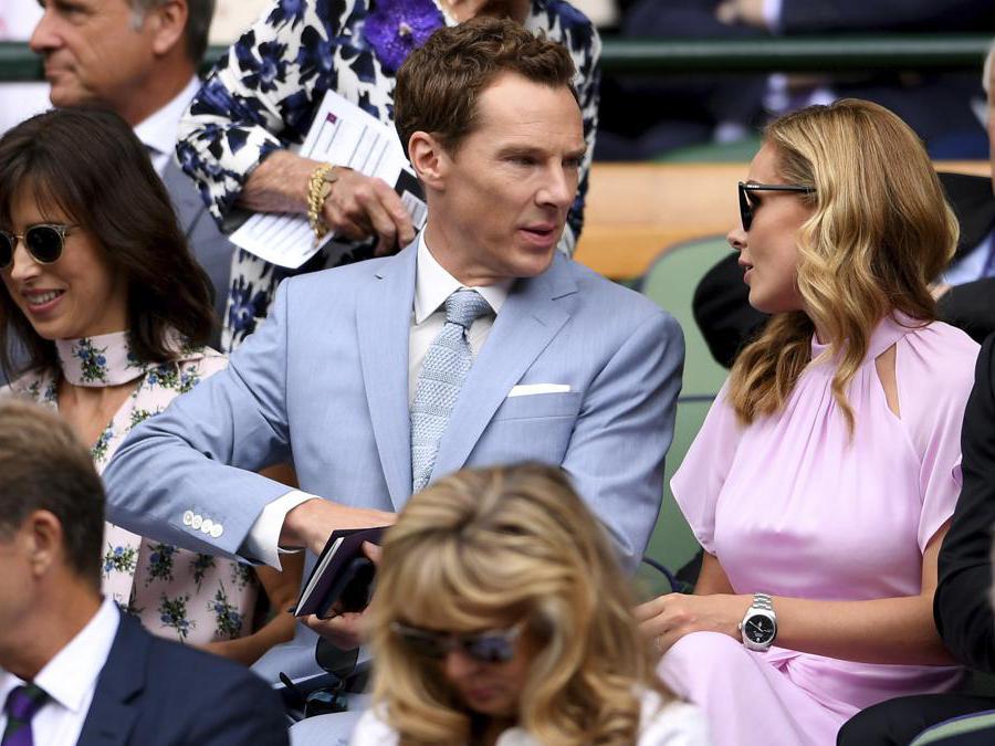 L'attore britannico Benedict Cumberbatch, al centro, e sua moglie Sophie Hunter . (Laurence Griffiths/Pool Photo via AP)