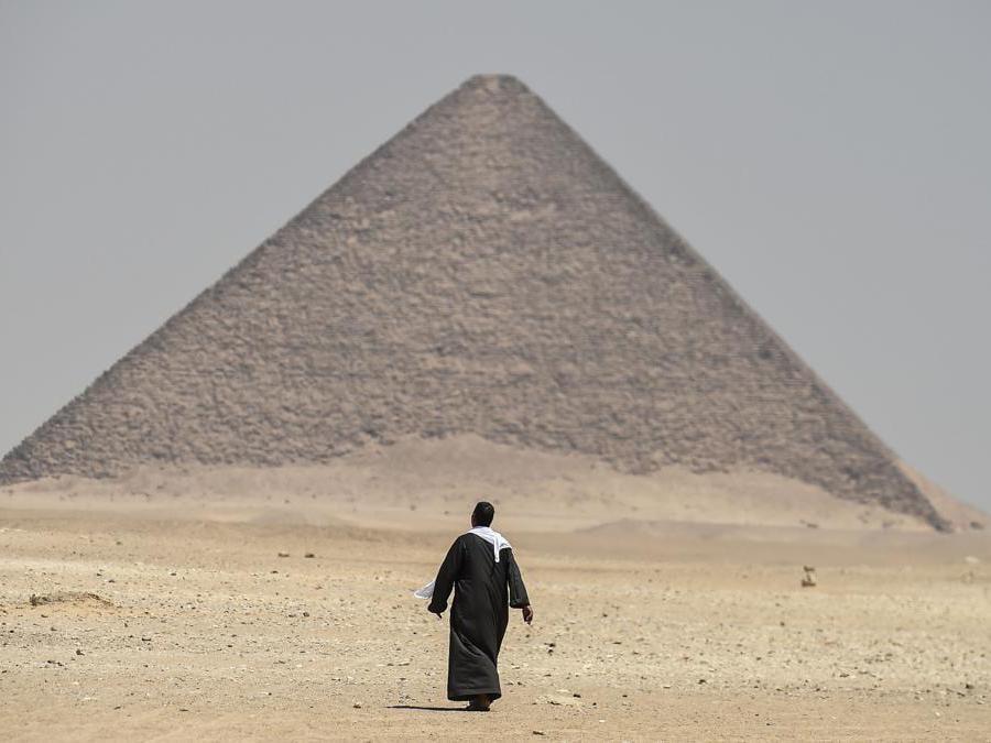 Piramide Rossa, a Dahshur, circa 30 chilometri (20 miglia) a sud del Cairo. (Photo by Mohamed el-Shahed / AFP)