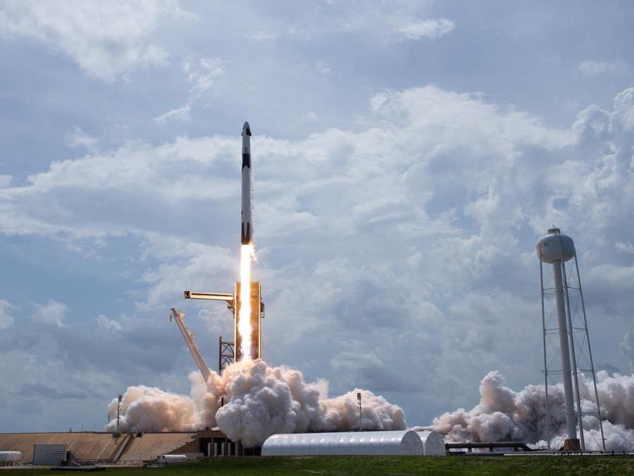 Missione spaziale per la Nasa - La Nasa sceglie SpaceX per la prossima missione lunare, ma i razzi di Musk avevano portato astronauti in orbita