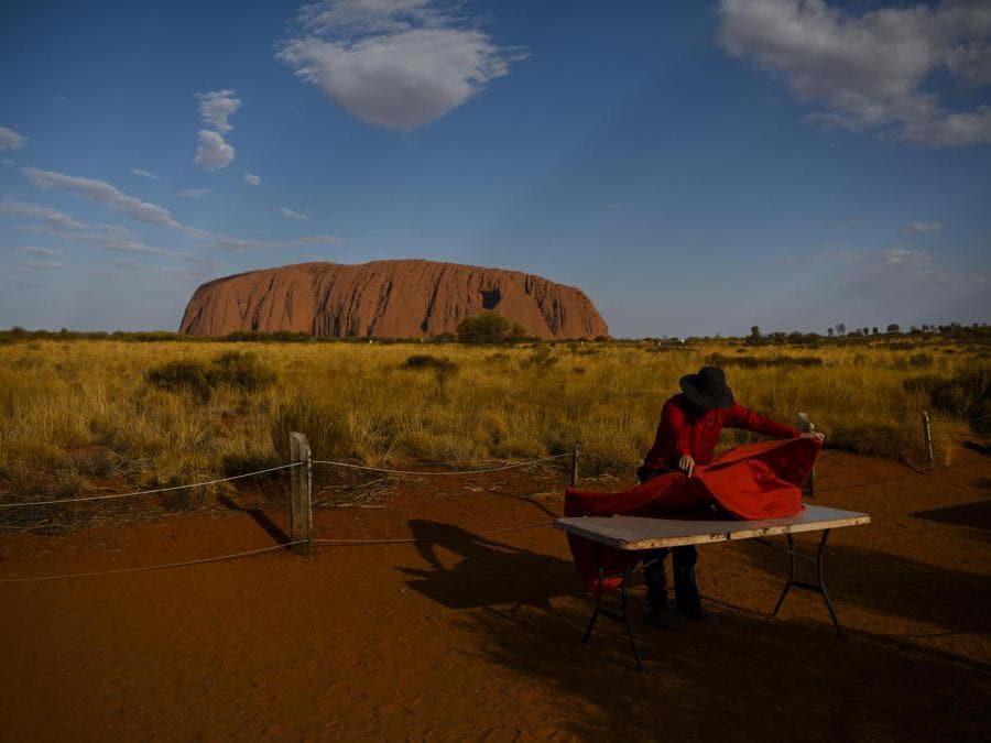 Australia, ultime scalate ad Ayers Rock prima del divieto (Epa)