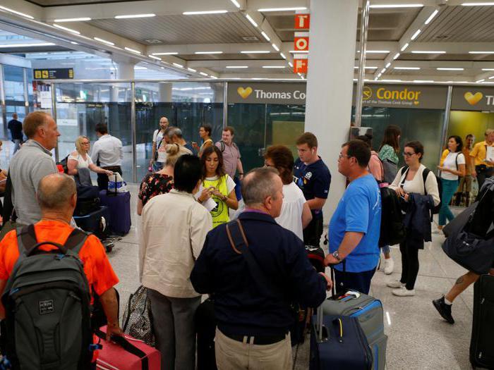 Da Maiorca a Francoforte: caos negli aeroporti per i turisti di Thomas Cook rimasti a terra