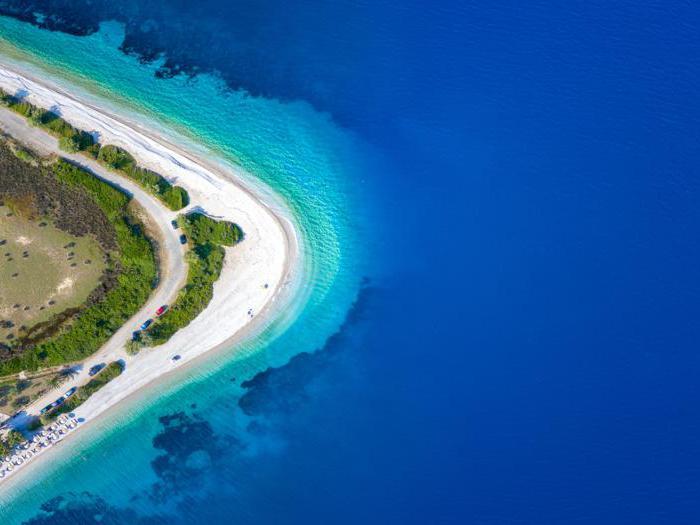Il Partenone blu in fondo all'Egeo