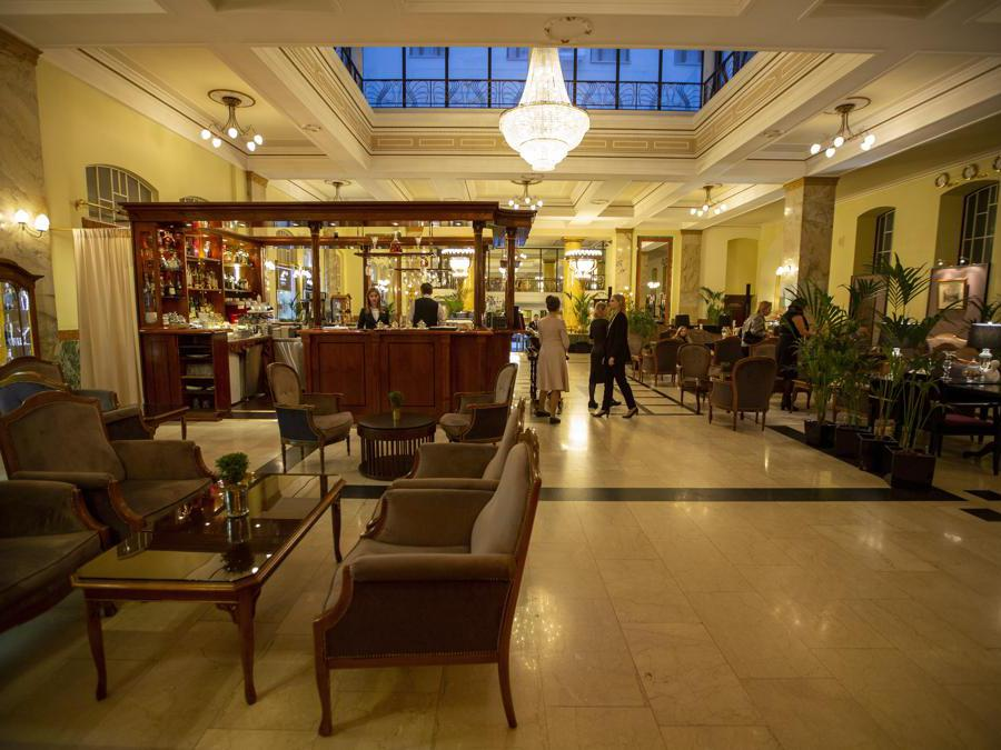Il Metropol Hotel di Mosca. (AP Photo/Alexander Zemlianichenko)