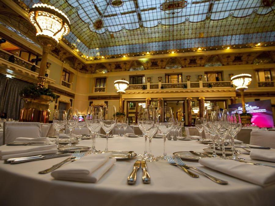 Il ristorante all'interno del Metropol Hotel di Mosca. (AP Photo/Alexander Zemlianichenko)