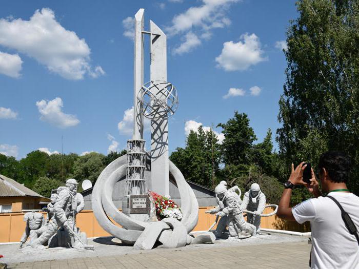 Turismo a Chernobyl: selfie e passeggiate tra i resti della catastrofe nucleare