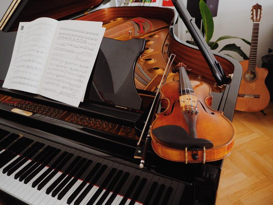 Music Traveller_Casa del fondatore da affittare Aleksey Igudesmann fornita di strumenti  (Alessia Varnaeva)