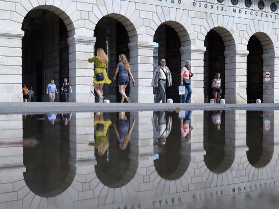 Helden Tor (Porta dell'Eroe) vicino al palazzo di Hofburg a Vienna. (Photo by JOE KLAMAR / AFP)